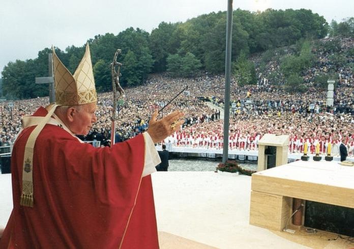 22. listopada sveti Ivan Pavao II. – 10 čuda koje je Bog učinio po molitvi pape!
